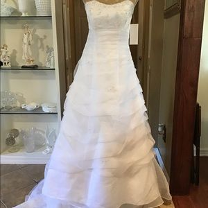 NEW DAVID BRIDAL WEDDING DRESS